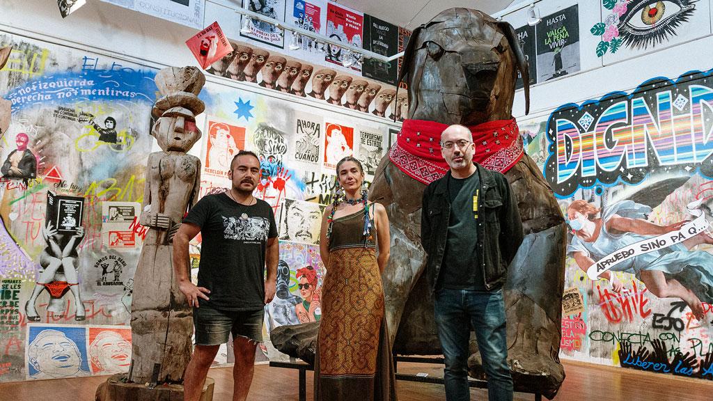 En la foto está el coordinador de contenidos del Museo, Pablo López; la cantautora nacional, Natalia Contesse; y el curador y director del espacio, Marcel Solá.